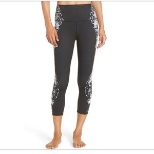 NEW • Alo Yoga • Airbrush High Waist Capris Krysta